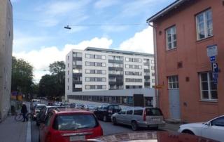 Yliopistonkatu 5 tontti Nahkurinkadun puolelta nähtynä.
