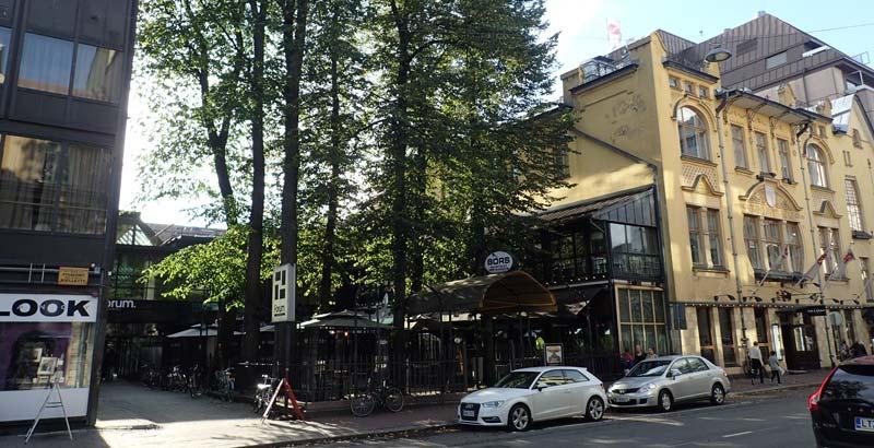 Hamburger Börs sisäpiha. Sisäänkäynti Forum-kortteliin.